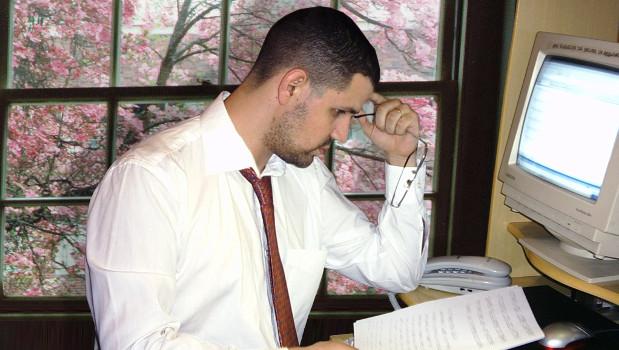 Consulenza da parte di professionista non iscritto all'albo: se si tratta di ditta individuale non c'è ritenuta